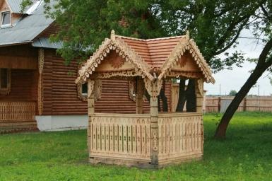 Малые архитектурные формы около домика